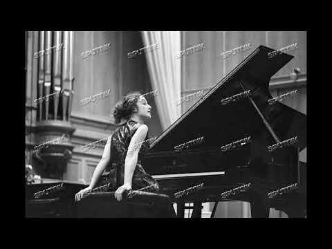 Tatiana Ryumina plays Schumann's Piano Concerto a-moll op.54