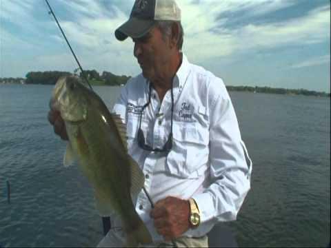 Lake minnetonka largemouth part 1 youtube for Lake minnetonka fishing report