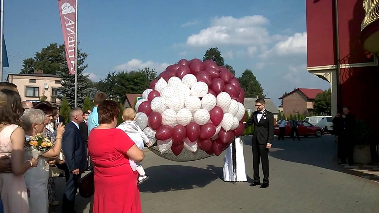 Wypuszczanie 300 Balonów z Siatki przez Parę Młodą #1