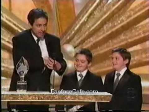 Peter Boyle Presents Ray Romano with Award  2003