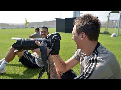 Emre Can e Mandzukic s'improvvisano fotografi   #SettimanaSocial Juventus 21/08/2018