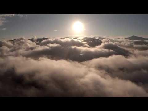Горный Алтай с. Аскат. Полет квадрокоптера над облаками