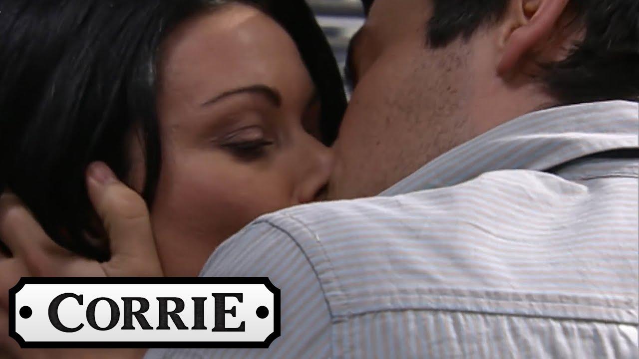 Carla and Liam Kiss (2007) | Coronation Street Throwback