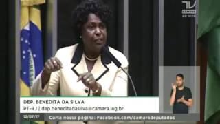 Dep. Benedita da Silva (PT-RJ) protesta contra a condenação do ex-presidente Lula