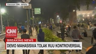 Polisi Tembakan Gas Air Mata ke Arah Massa