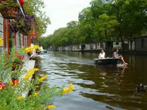 phildutch hausboot haus boot amsterdam bett und fr hs youtube. Black Bedroom Furniture Sets. Home Design Ideas