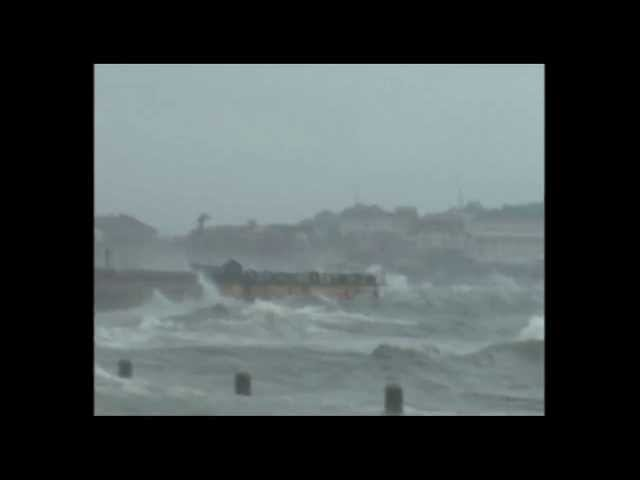 China Braces For Typhoon Nari as Massive Waves Hit Shore