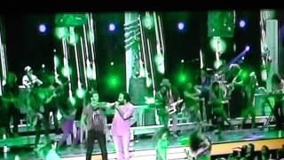 Jencarlos Canela y Ky-Mani  Marley cantan Bajito en Premios Tu Mundo 2015