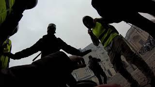 La Rochelle : un photojournaliste reçoit un tir de flashball pendant la manif des gilets jaunes