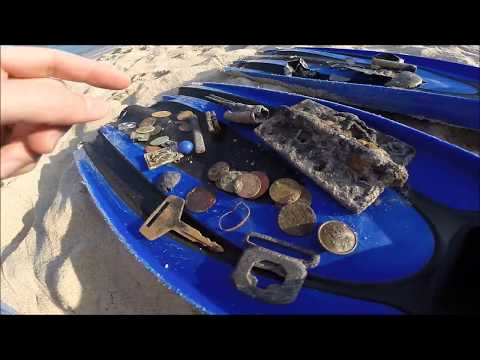 COLONIAL HARBOR #2 - MANY FINDS AND POTTERY!! Metal Detecting Underwater