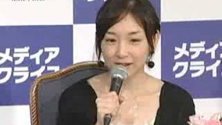 8月24日加護亜依が、エッセー集「LIVE~未成年白書~」(メディ...