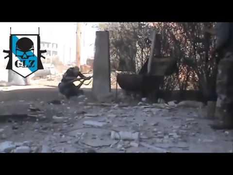 ▶ Siria   Daraa   Terrorista es Alcanzo en Medio de la Calle por un Francotirador   23 Octubre 2013