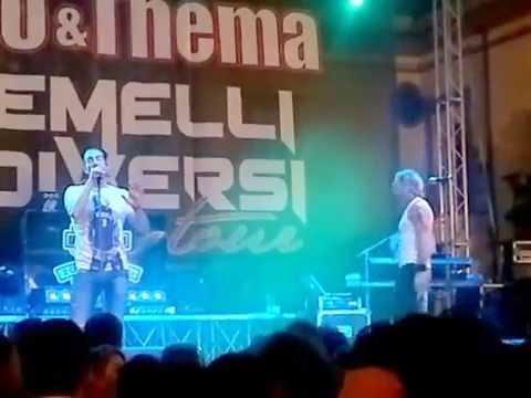 2 gemelli diversi live in varapodio youtube - Un attimo ancora gemelli diversi ...