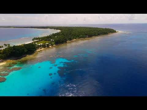 Silver Discoverer in Ailinglaplap Atoll, Marshall Islands