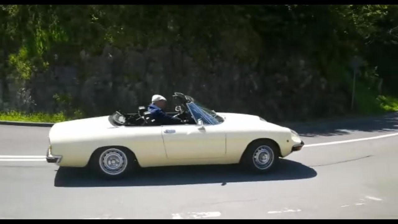 How To Become A Womanizer In An Alfa Spider Driving With Gloves - Alfa romeo driving gloves