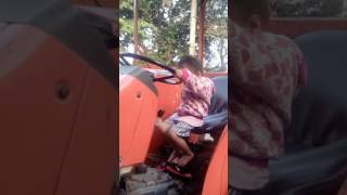Download Video Belajar kemudi traktor MP3 3GP MP4