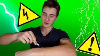 як зробити електрошокер з батарейки і скріпки