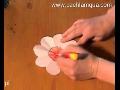 Cách làm bông hoa bằng giấy - Cách làm quà handmade - cachlamqua.com