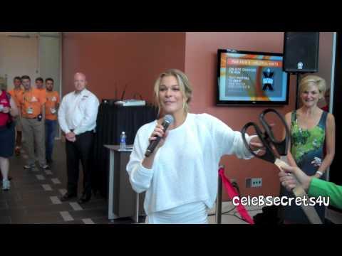 LeAnn Rimes Kicks Off Fan Fair X at 2014 CMA Fest