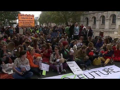 شاهد: أمهات يغلقن طرقات بلندن ويرضعن أطفالهن احتجاجا على تغير المناخ …  - 14:54-2019 / 10 / 10