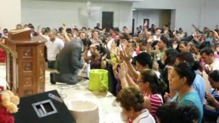 Pastor ovidio valladares orando por la iglesia martes 28 de Junio 2016