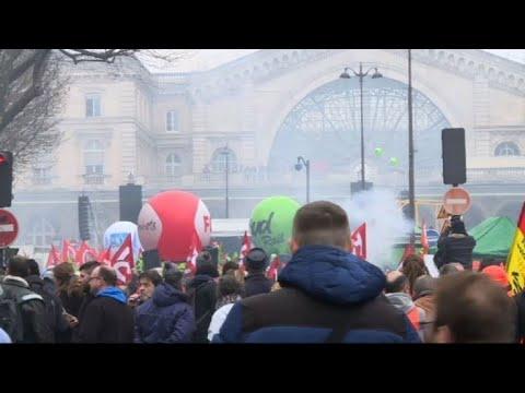 Paris: les cheminots rassemblées devant la gare de l