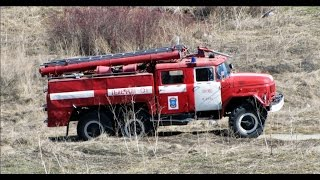 Збірна модель вантажівки Зіл-131 АЦ-40 фірми AVD в масштабі 1:43