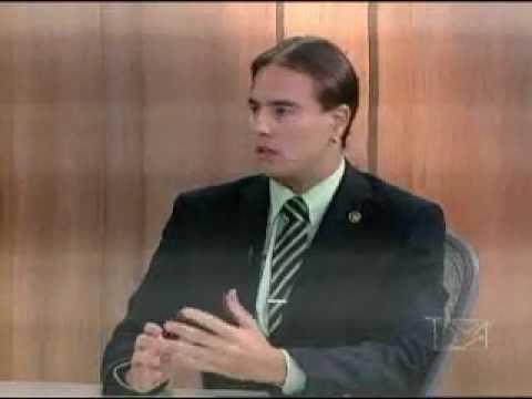 Defensor Diego Carvalho Bugs responde a perguntas no quadro Direitos do Consumidor
