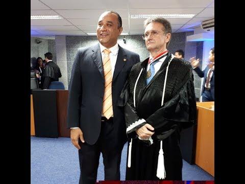 Deputado estadual Roberto Costa comparece à cerimônia de posse do juiz Itaércio Paulino da Silva