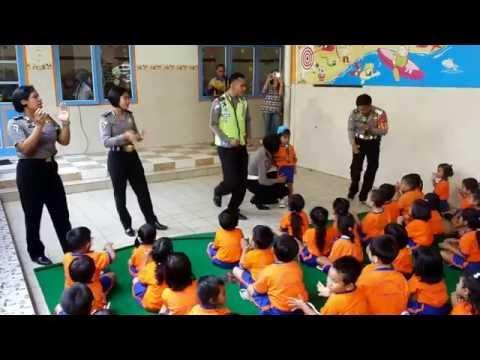 Polisi Sahabat Anak Bernyanyi Bersama Siswa/i TK Pangudi Luhur Yogyakarta