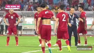 Những hình ảnh xúc động của thầy Park và các học trò gửi tới người hâm mộ sau chiến thắng Malaysia