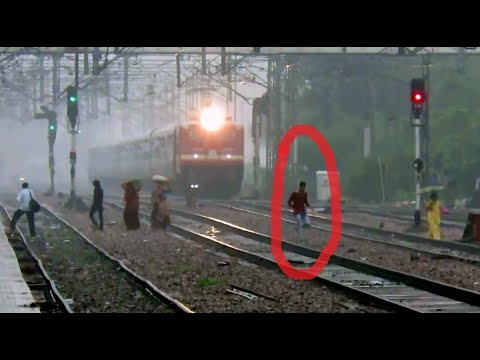 Life is so CHEAP ?? WAP4 vs WAP7 : Violent Navyug Express vs Samata Express : INDIAN RAILWAYS