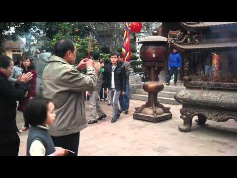 đi chùa Phật Tích cũng hội ng việt trẻ 19/2/2012.mp4