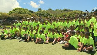 Marshawn Lynch, Marcus Peters give camp in Honolulu