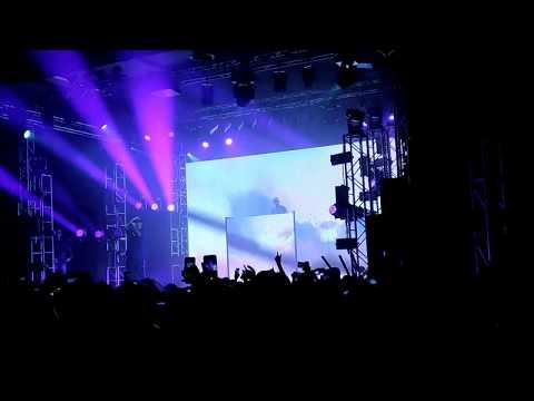 Fabri Fibra - Stavo pensando a te live @Bologna (11/11/17)