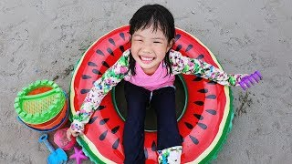 Yuni and Mini had a Fun Day on the Beach! Playing with Sand and other Kids Toys - Romiyu 로미유 스토리