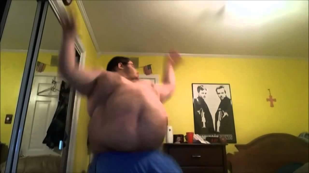 Толстый негр танцует