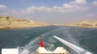 See the flow of water between the Suez Canal