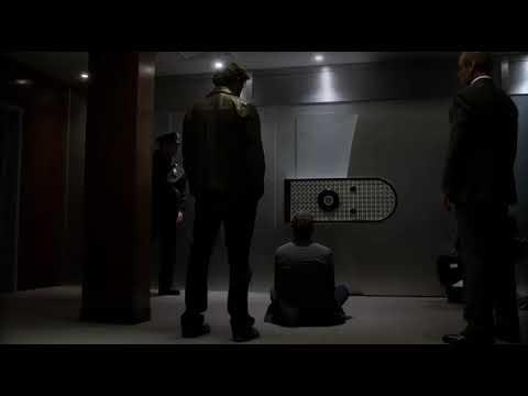 "Шерлок Холмс  и Джоан Ватсон находятся в хранилище 1х10 сериал ""Элементарно"""