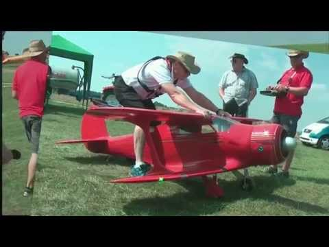 Beechcraft Model 17 Staggerwing mit Moki Sternmotor