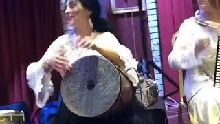 Qadın musiqiçiləri əjdahalar