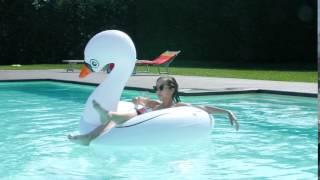 Insopportabilmente donna - Le donne in piscina