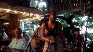 Play La Vie Dansante (Feat. Tina Gullickson)