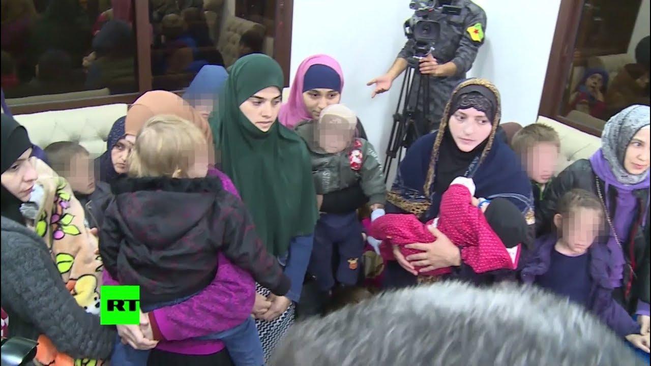В Грозный прибыл самолет с вывезенными из Сирии семьями боевиков ИГ