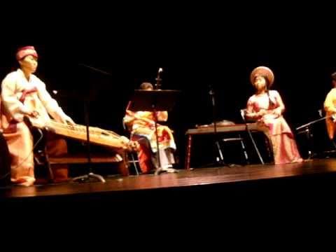 HƯƠNG THANH Sings A South Vietnamese Folksong