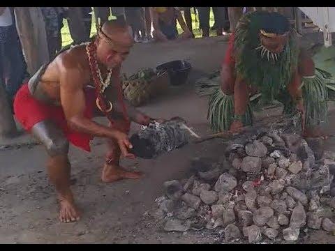 Umu preparation. Polynesian Cultural Centre, Samoa