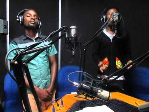 Jae Cash performs live Hard working woman on the live Cafe