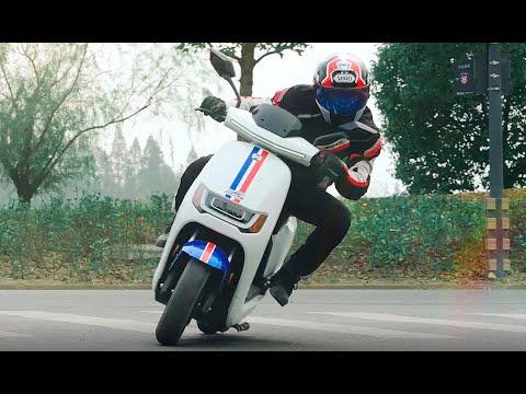 Presentación Motocicleta RS