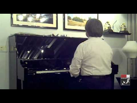 Riccardo Muti plays the piano just before the Concert in Chicago