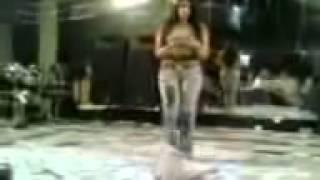 رقص بالجينز الضيق وهز طياز كبيره ومثيره 2014